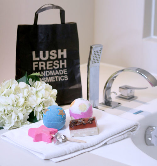 Lush Cosmetics Christmas Collection Review Photos - Gen-zel She sings Beauty